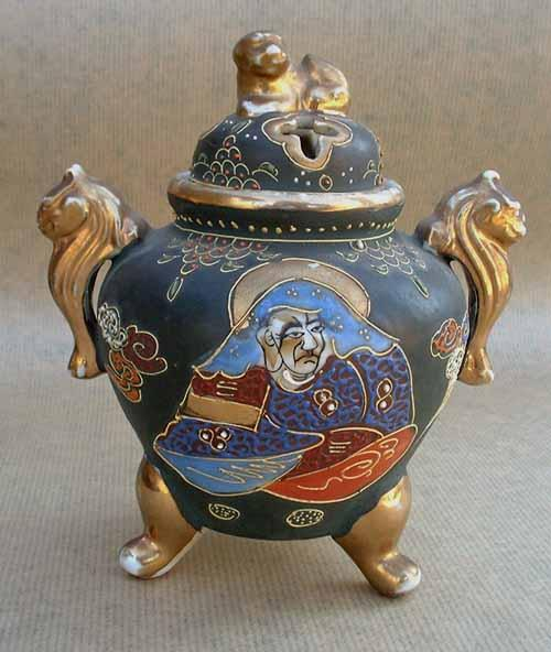 Japan Porcelain Pot : Dog Incense burner