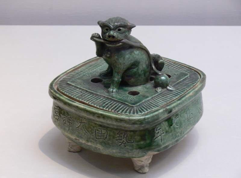 Japan Ceramic Pot : Lion Incense burner